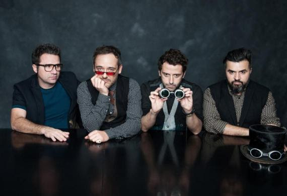 Barcelona. Love Of Lesbian publican el single