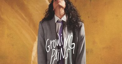 "Alessia Cara ha vuelto a la esfera musical con ""Growing Pains"" su nuevo y personal single. Se trata del adelanto de su próximo disco ""The Pains Of Growing""."