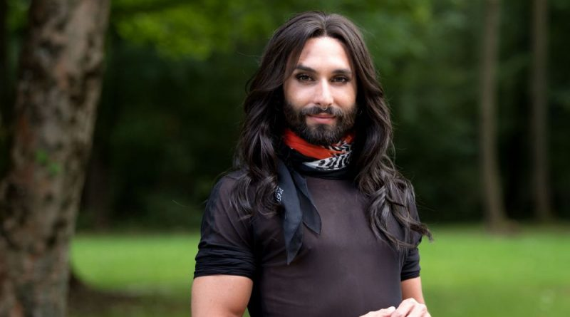 "Conchita Wurst, la ganadora de Eurovisión 2014 regresa con ''Trash all the glam"" y ""Hit me"" dos avances de su próximo álbum."